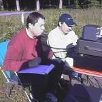 Olivier ON4LDP en action sur le 7 Mhz à ses côtés Jean-Pierre ON4LCY au PC