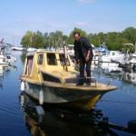 Roland ON7KPU guide le bateau vert la remorque