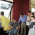 Beaucoup de visiteurs autour de Joseph Bruno et Yan pour des explications, sur le trafic radio